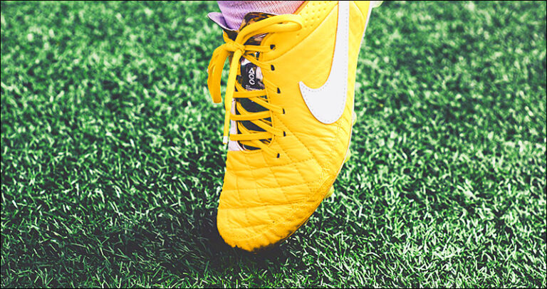 Turf Toe Injury Treatment, Symptoms and Recovery